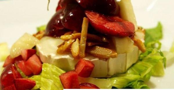 Ensalada tibia de cerezas recetas con cerezas del jerte gastronomía Vivir Extremadura